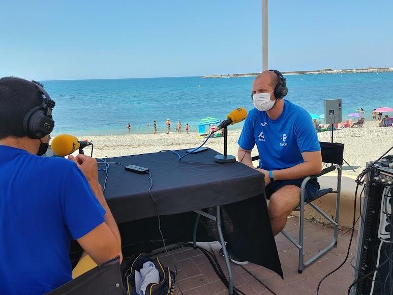 El director de la piscina municipal de Adra junto a Fran García