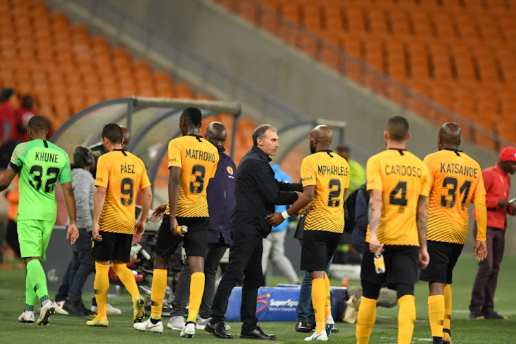 Kaizer Chiefs coach Giovanni Solinas talks to his players during the Absa Premiership match against Bidvest Wits at FNB Stadium on August 07, 2018 in Johannesburg, South Africa.
