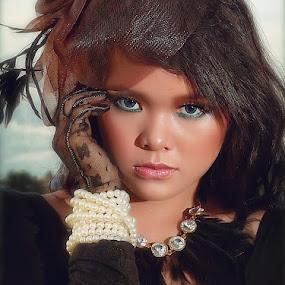 by Eka Tooleh - People Fashion ( Jewelry, jewellery, elegant, ring, earring, necklace, bracelet, fashion )