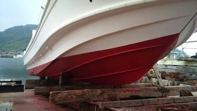 """Photo: 船底塗料も塗って""""べっぴん""""になりました。"""