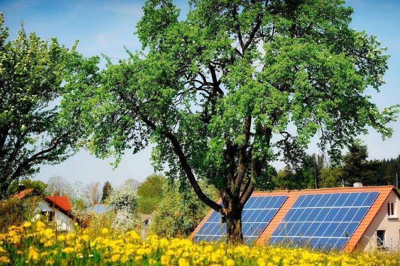 Możemy uzyskać dofinansowanie przykładowo na panele fotowoltaiczne i solarne, pompy ciepła i wentylację mechaniczną z odzyskiem ciepła