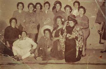 """Photo: Mujeres disfrazadas. """"La Tonta del Bote"""". Proveedor: Trinidad Ayala."""