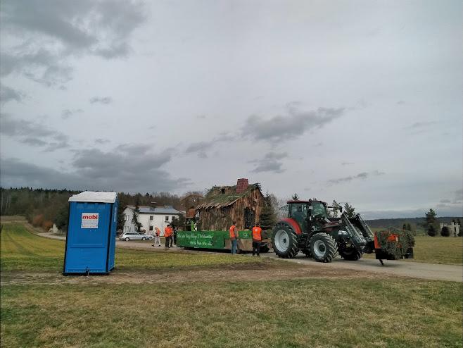 山車を引くトラクター