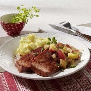 Gebratener Fleischkäse mit Apfel-Zwiebel-Kompott und Meerrettich-Kartoffelpüree