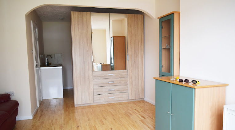 Very large twin en-suite in a shared house on ground floor