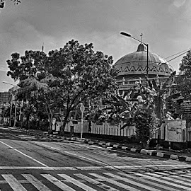 Mosque on juction by Tigor Lubis - Black & White Street & Candid