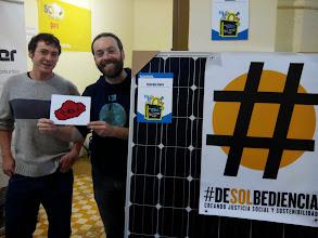 Photo: Amigos de la Plataforma por un Nuevo Modelo Energético en apoyo a Vidas Contadas desde su stand en la Feria de Economía Solidaria de Navarra.