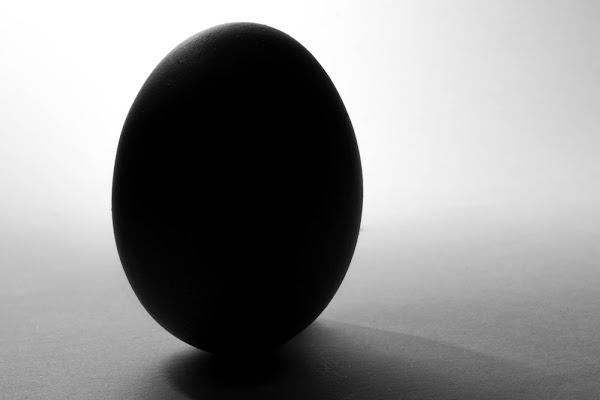 l'uovo nero... di Comparelli Gianluca