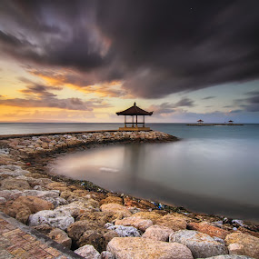 the runaway by I Made  Sukarnawan - Landscapes Waterscapes ( clouds, sunset, travel, sunrise, landscapes )