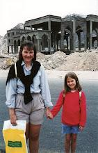 Photo: 1996 - Kävellen tehdyllä päiväretkellä Egyptin puolella Tabassa. Asta oli tarkkana, että lapset eivät syö Egyptin puolella mitään, etteivät saa vatsatautia! Tabassa oli Benettonin myymälä, jossa piti tietysti käydä.