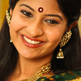 smile by Vinoth Kumar - People Portraits of Women