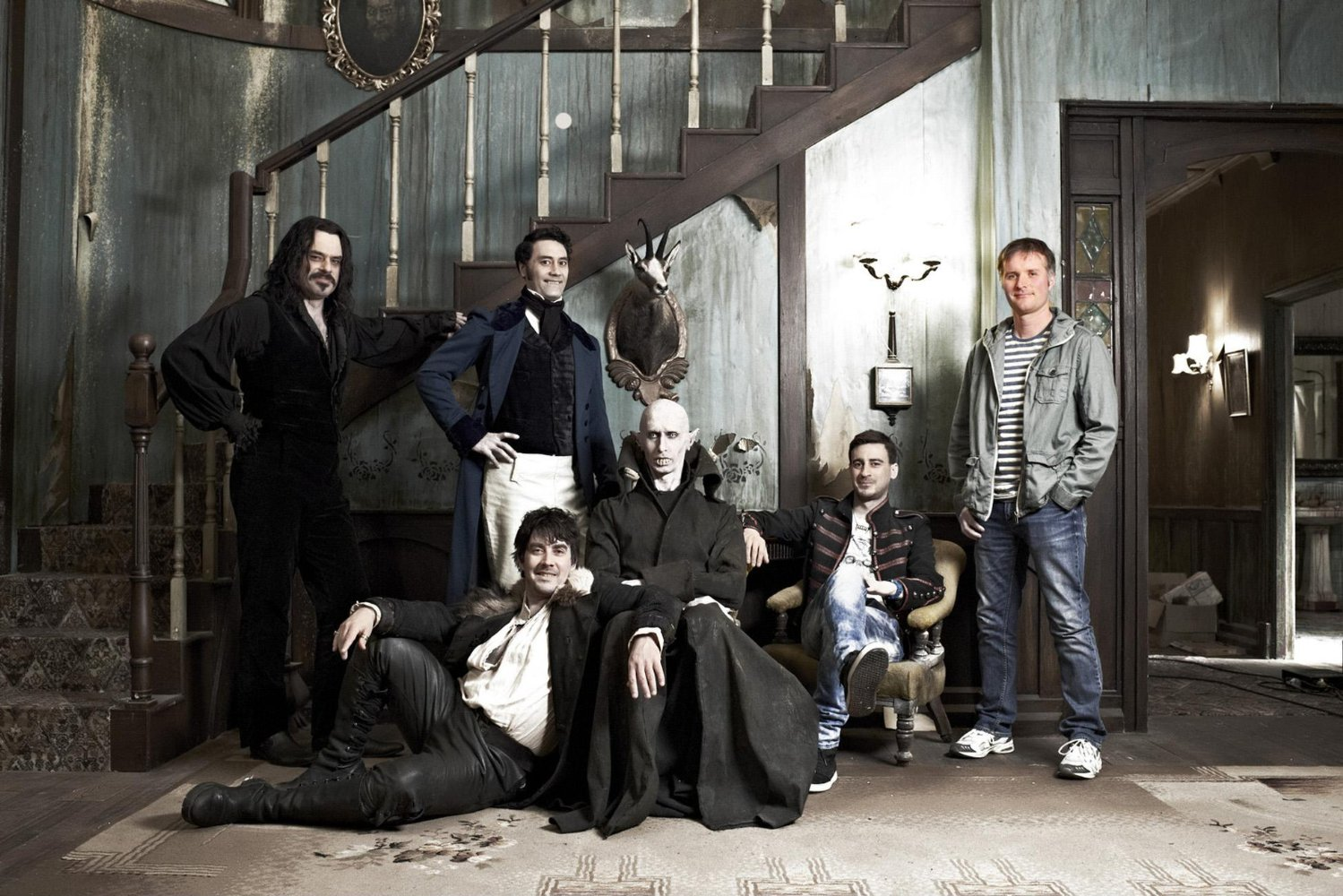 Les colocataires vampires avec, dans l'ordre, Vladislav, Viago, Deacon, Petyr, Nick et Stu.