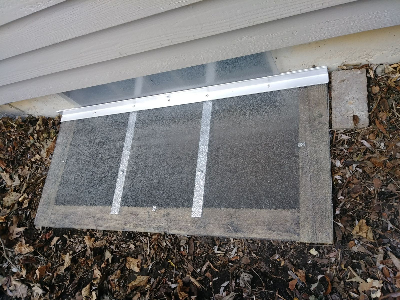 Northbrook, IL-HandyManny Custom Window Well Covers