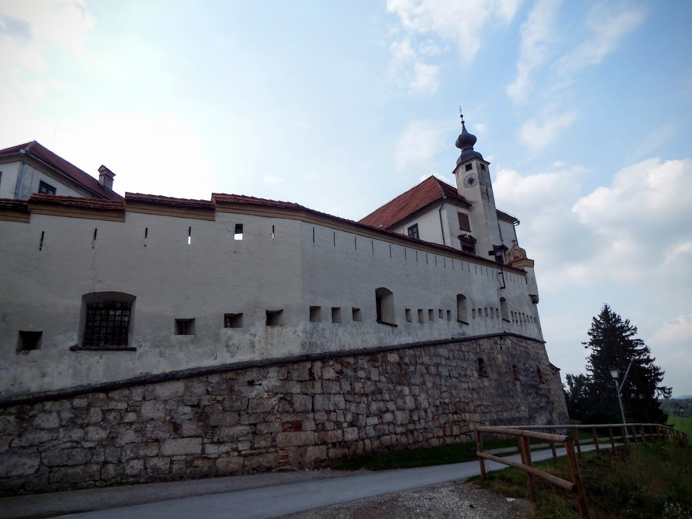 Ptuj - Panoramski pogled na Ptuj in Ptujski grad (panoráma a városra és a vár)