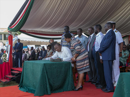 President Uhuru Kenyatta signs the Universal Health Coverage charter during the launch of the UHC pilot programme at Mamboleo Showground, Kisumu, on December 13, 2018.
