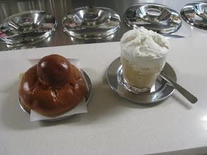 Photo: Granita al caffè con panna e briosches, tipica messinese.