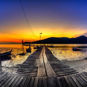 Sunrise | Hammerbay by Izham Khalid - Landscapes Waterscapes