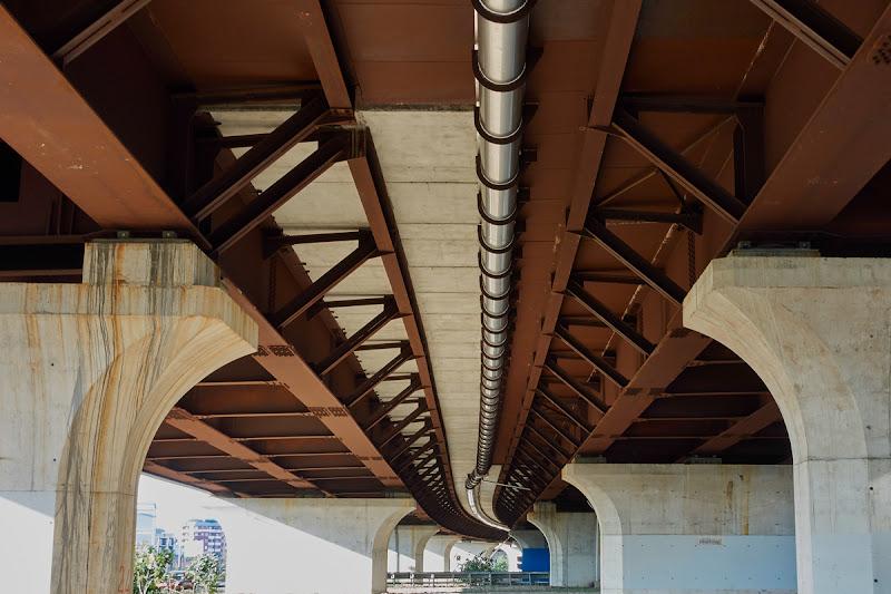 Sotto il ponte, in fondo a destra di Silvano