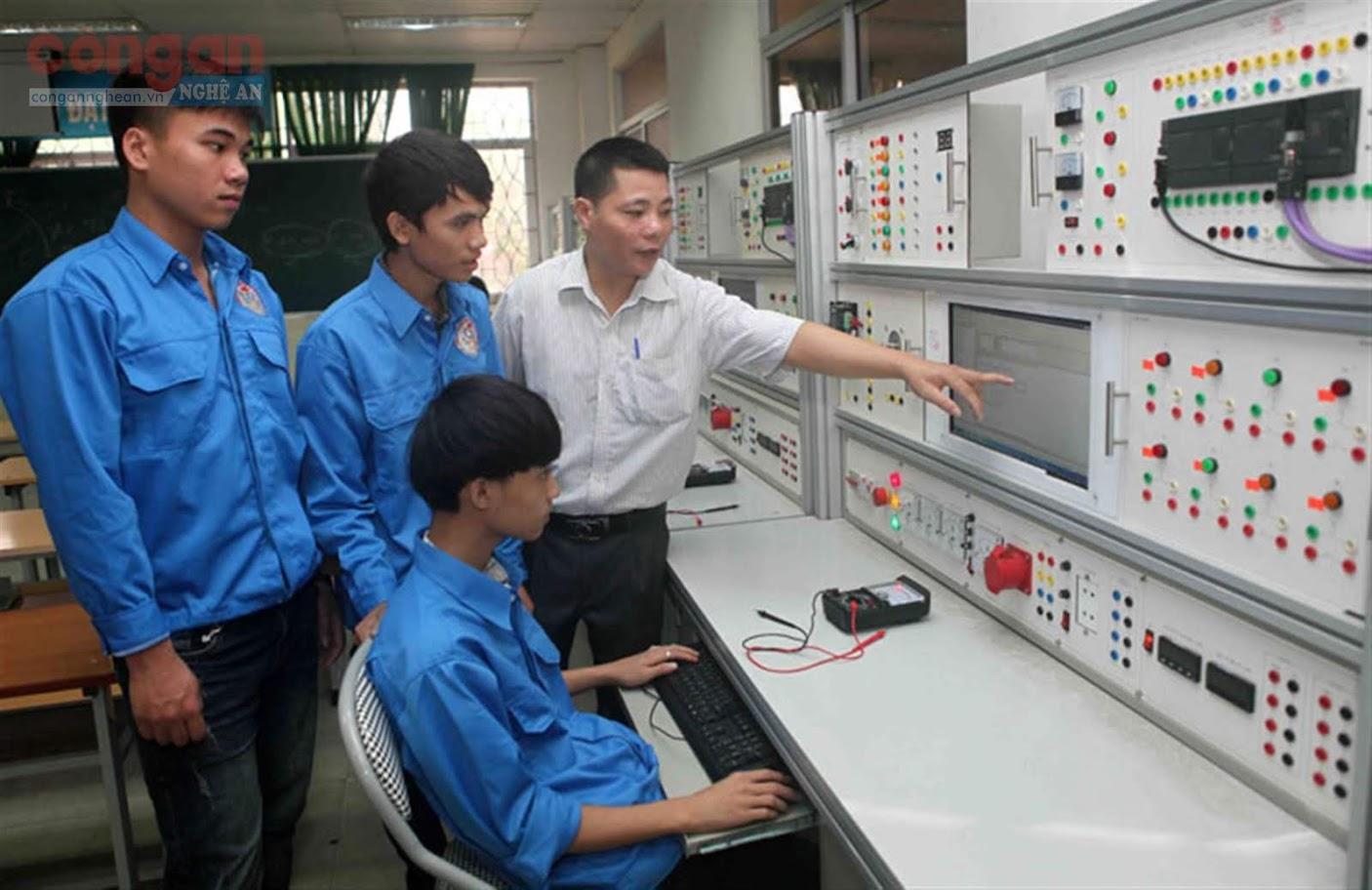 Học sinh tham gia học tập tại cơ sở giáo dục nghề nghiệp
