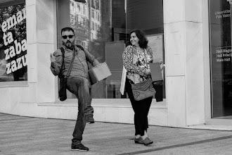 """Photo: Mañana del 11 de septiembre. Ante la sorprendida Teresa @tvaldessolis, Antonio se presenta todo chulo en el evento con unas gafas anti """"rayos de mirada""""."""