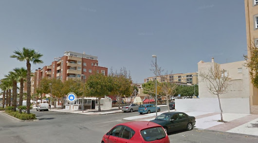 Desalojados 50 vecinos por un incendio en un bloque de pisos del Parador