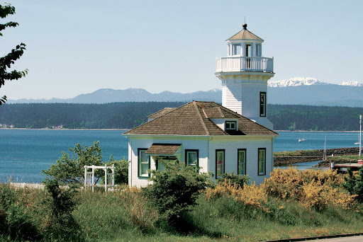Building-on-Puget-Sound.jpg - A classic building on Puget Sound. See it on an American Cruise Lines sailing.