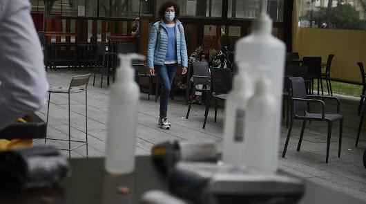 ¿Gel hidroalcohólico y tabaco?: por qué no deberías fumar tras usarlo