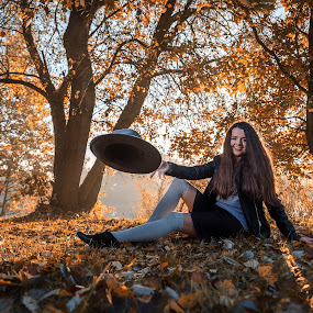 Marlena by Grzegorz Wagner - People Portraits of Women ( br?zowe oczy, pi?kno, woman, beauty, young, marlena, cute, eyes, beautiful, hair, jezioro, hat, model, górki szymona, modelka, oczy, pretty, woda, nature, tree, brown eyes, brown, girl, portrait, eye, face, drzewo )