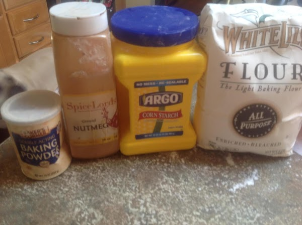 These are some of the main ingredients in the cake. You must use patience...