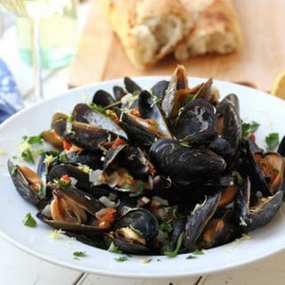 Restaurant Style Mussels with Garlic Wine Sauce.