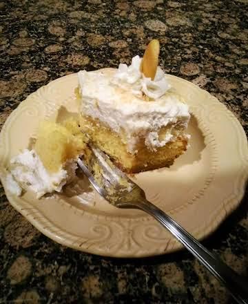 Banana Cream Pie Poke Cake