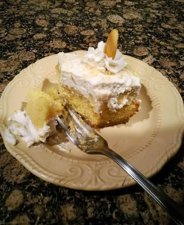 Banana Cream Pie Poke Cake Recipe