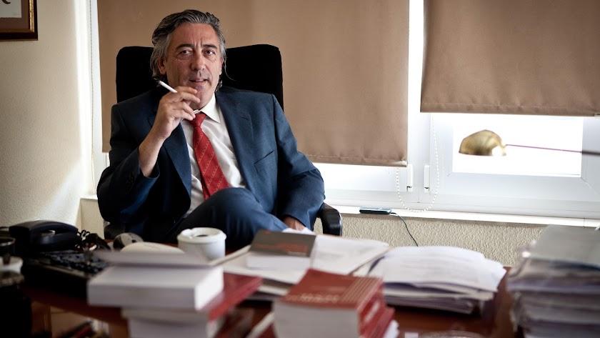 Francisco Torres conocido penalista almeriense y abogado de Juan Enciso.
