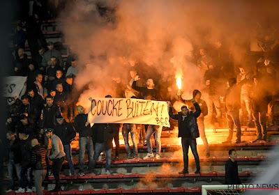 """📷 """"Coucke buiten"""" : les supporters d'Anderlecht, partagés, en sont venus aux mains"""