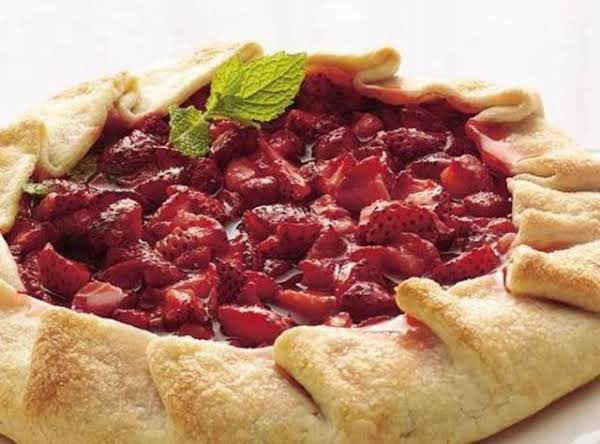 Rustic Strawberry Tart With Strawberry Cream Recipe