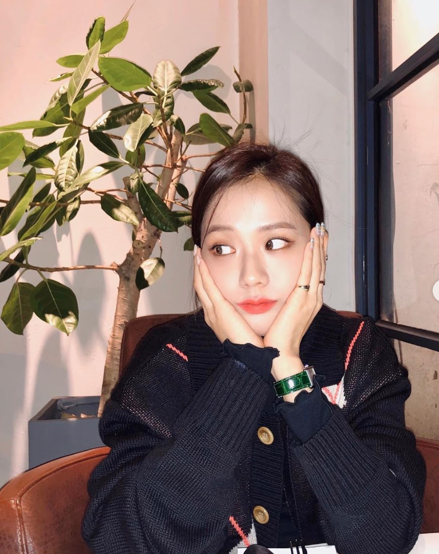 jisoo green watch