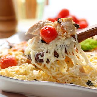 Spaghetti mit Cocktailtomaten, Putenstreifen und Basilikum