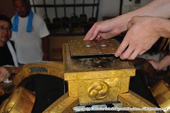 Photo: 【平成20年(2008) 宵々宮】  ガタがきていた鳳凰の足の挿入部分を修理する。