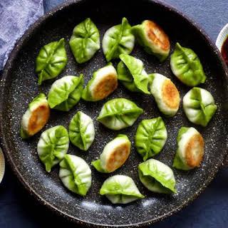Pan-fried Vegetarian Dumplings / Potstickers (素煎饺).