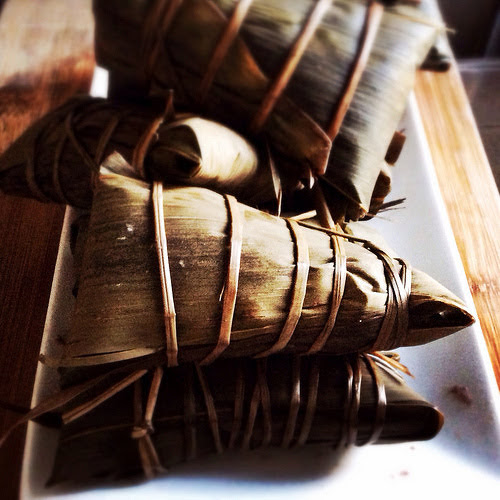 bamboo leaves, chinese, dragon boat festival, duanwu, glutinous rice, recipe, red bean paste, rice dumpling, tamale, zhong zi, zhongzi, zong zi, zong zi recipe, zongzi, 粽子, 豆沙粽子,