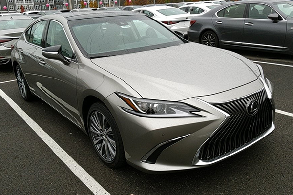 Lexus ES 350 2020 Front View