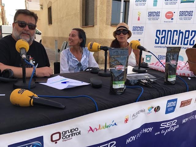 Ana López directora de la Ludoteca del Cabo y la artista Myriam Vela Blanca