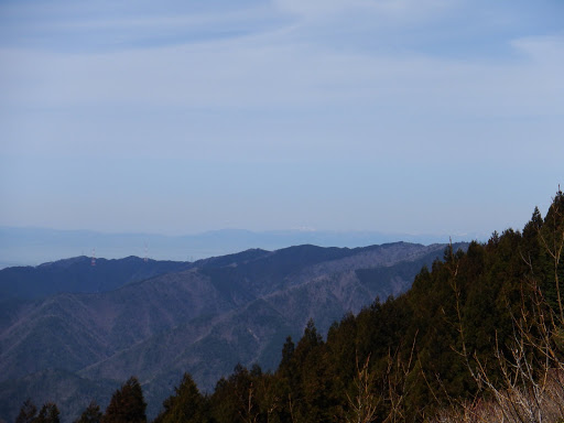 中央奥に三重嶽など