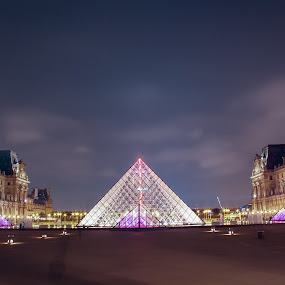 The Louvre at night by Wira Suryawan - Buildings & Architecture Public & Historical ( amazing, paris, louvre, museum, nightscape )