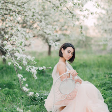 Wedding photographer Viktoriya Antropova (happyhappy). Photo of 27.06.2018