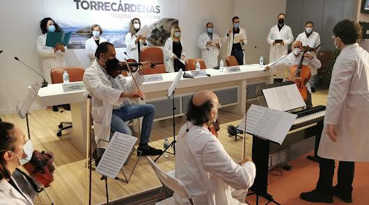 Más de 20 trabajadores forman la Orquesta y Coro del Hospital Torrecárdenas
