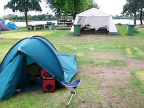 Photo: 4eDag, zondag 19 juli 2009: Sankt Goar - Leeheim Afstand totaal: 90,7 km, Totaal gereden 390 km. Camping Leeheim met recreatietent