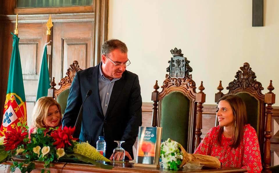 """Teresa Caetano apresenta """"Não desistas do amor"""" na Câmara de Lamego"""