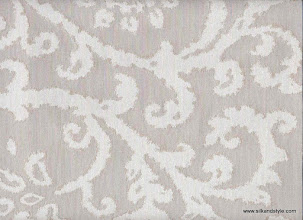 Photo: Royale 02 - IRIDESCENT – OFFWHITE BEIGE (100% Polyester)