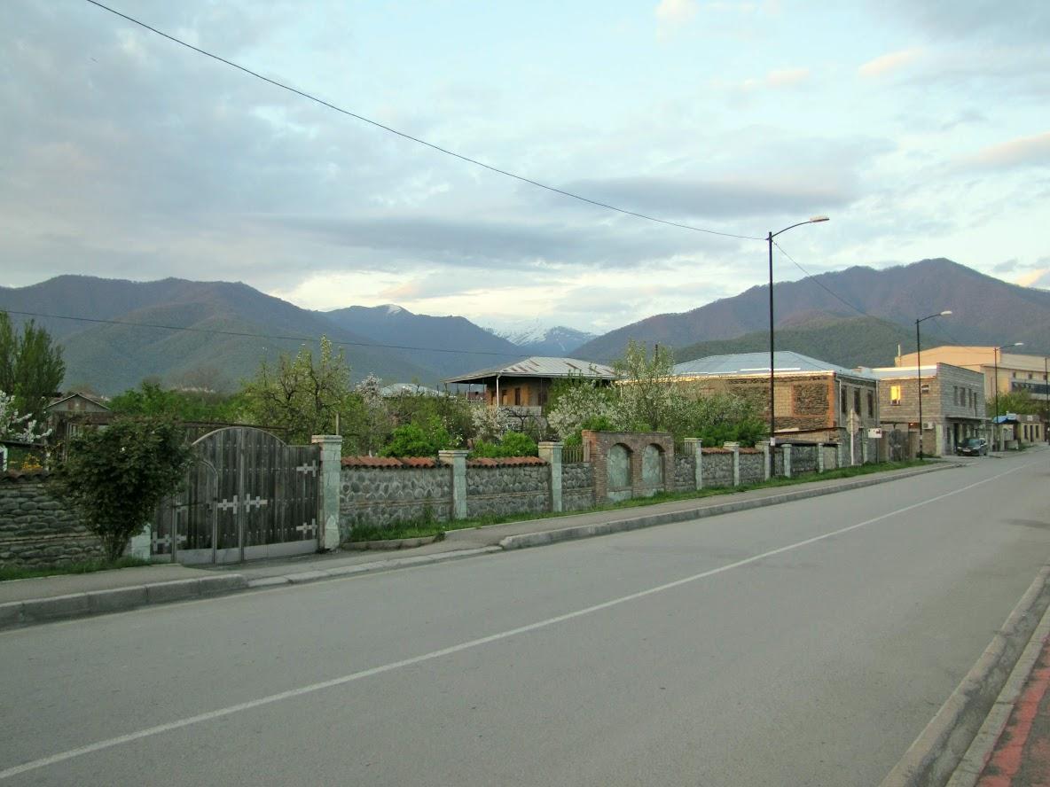Грузия в апреле 2019. Казбеги и Кахетия на арендованном автомобиле.